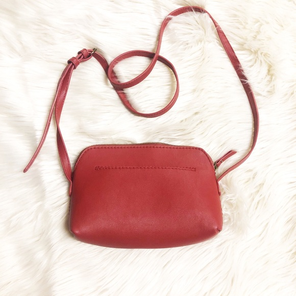Universal Thread Handbags - ❤️Cute crossbody bag❤️